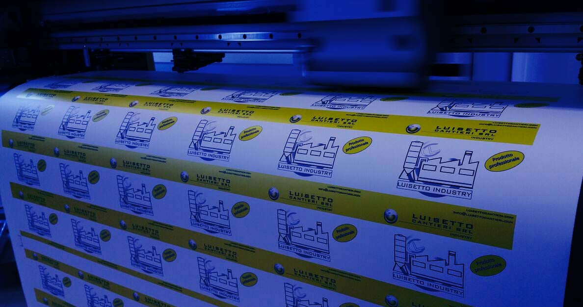 Grafic Center: Digital printing on stickers, panels and advertising banners